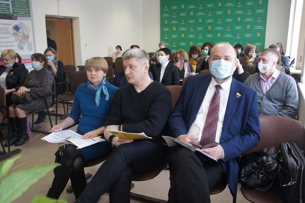 Депутаты фракции КПРФ приняли участие в выездном совещании комитета по социальной политике