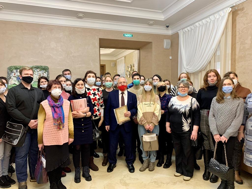 Александр Воробьев принял участие во встрече с социальными работниками и ярославскими студентами