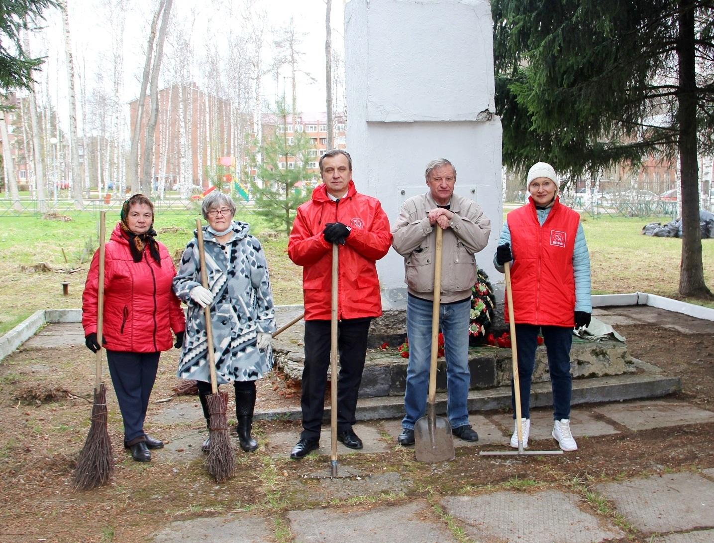 Ленинский субботник у фабрики «Красный перевал»