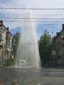 Ярославль прорыва трубы на пр.Толбухина ул. Свердлова