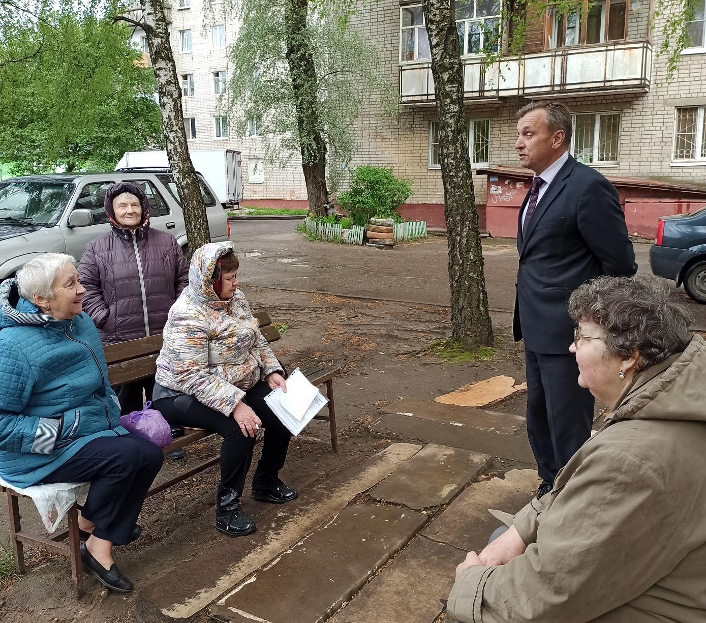 Валерий Байло встретился с жителями Дзержинского района
