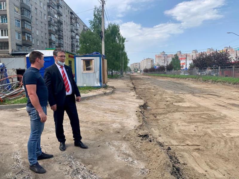 Эльхан Мардалиев проинспектировал ход работ по ремонту проспекта Машиностроителей