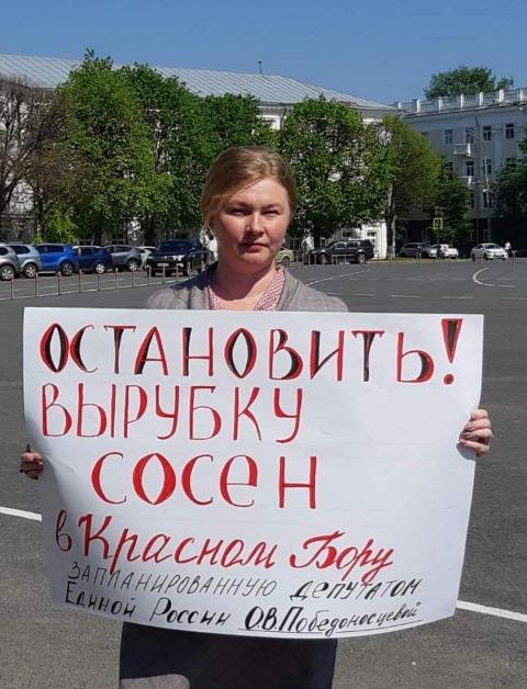 Полиция поддержала пикет коммуниста против вырубки сосен в Красном бору