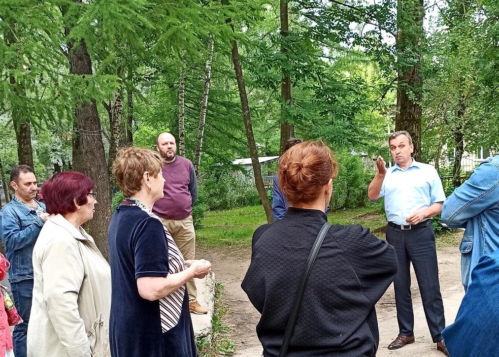 Валерий Байло встретился с жителями домов на улице Урицкого