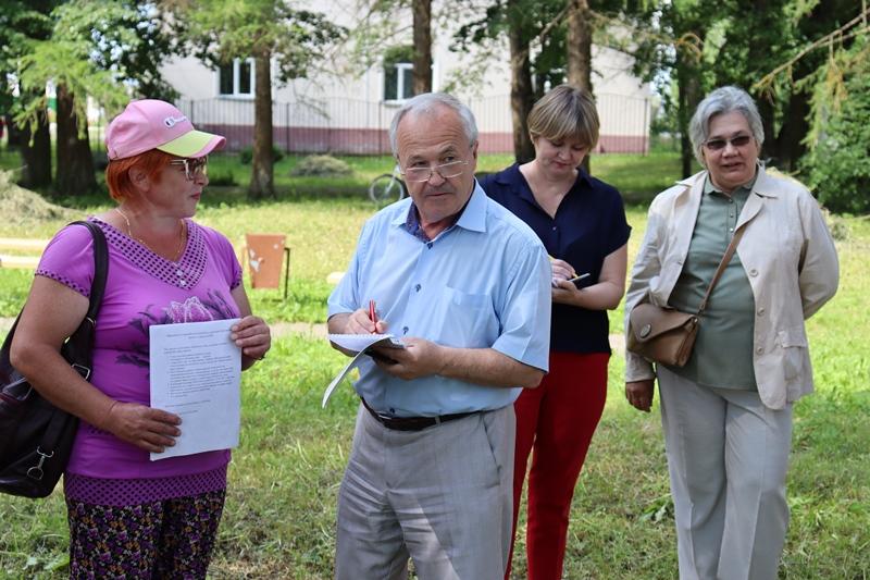 Депутаты-коммунисты проводят встречи с жителями в Первомайском районе
