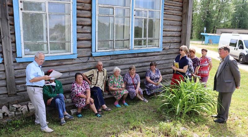 Депутаты КПРФ принимают наказы от жителей села Менчаково Первомайского района