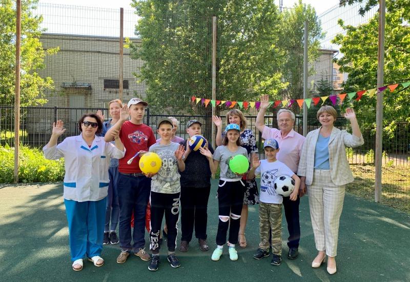 Депутаты КПРФ приехали с подарками в Центр социальной помощи семье и детям