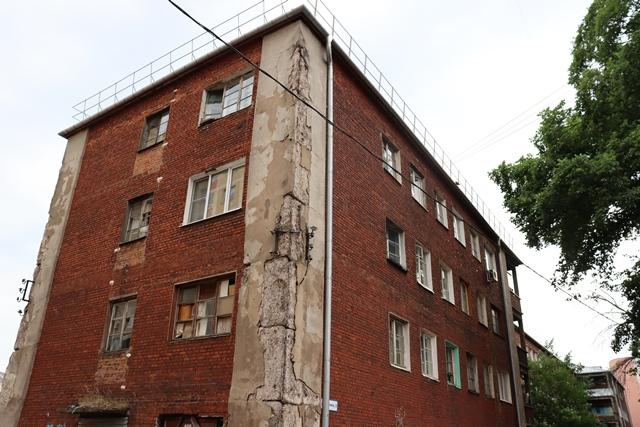 Капитальный ремонт не спасёт! Коммуналка в центре Ярославля «трещит по швам»
