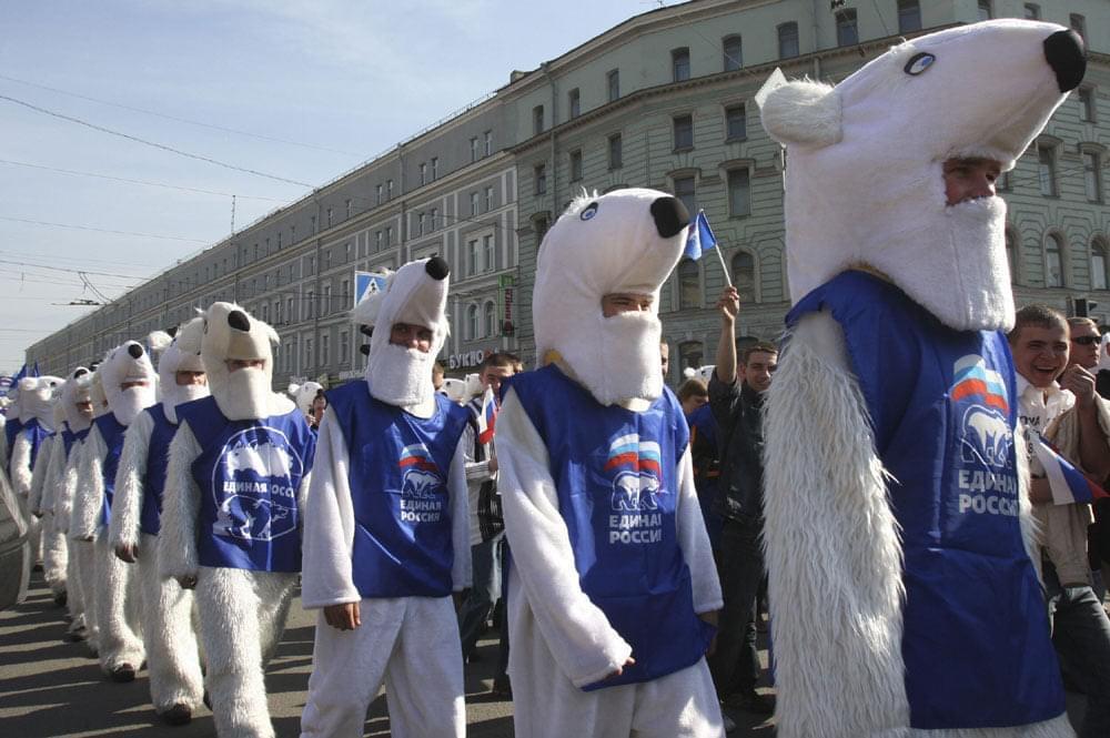 «Медведи» спрятались за «паровозами» и надеются таким манером снова въехать в Госдуму