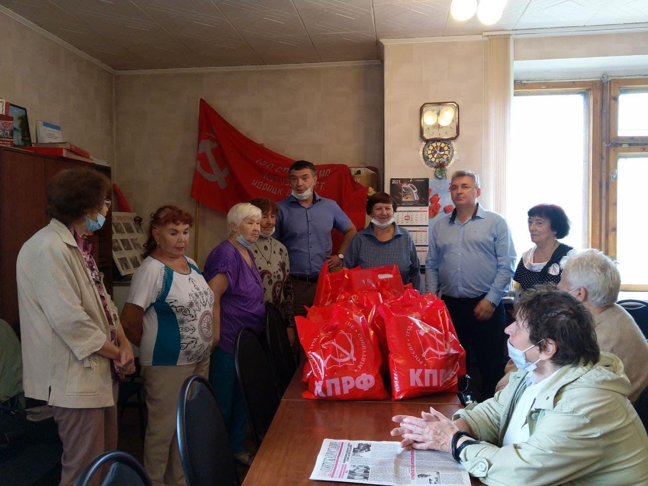 Коммунисты Дзержинского района помогают ветеранам