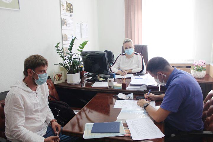 Олег Леонтьев подал документы в Избирком об участии в выборах в Госдуму