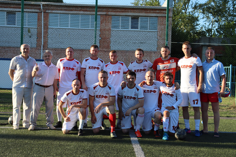 Команда футбольного клуба «КПРФ-Рыбинск» демонстрирует отличную игру