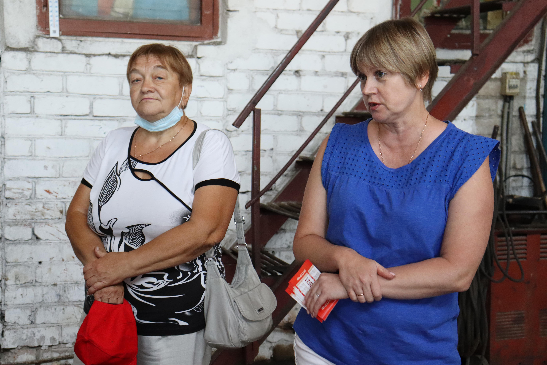 Елена Кузнецова принимает наказы от жителей Даниловского района