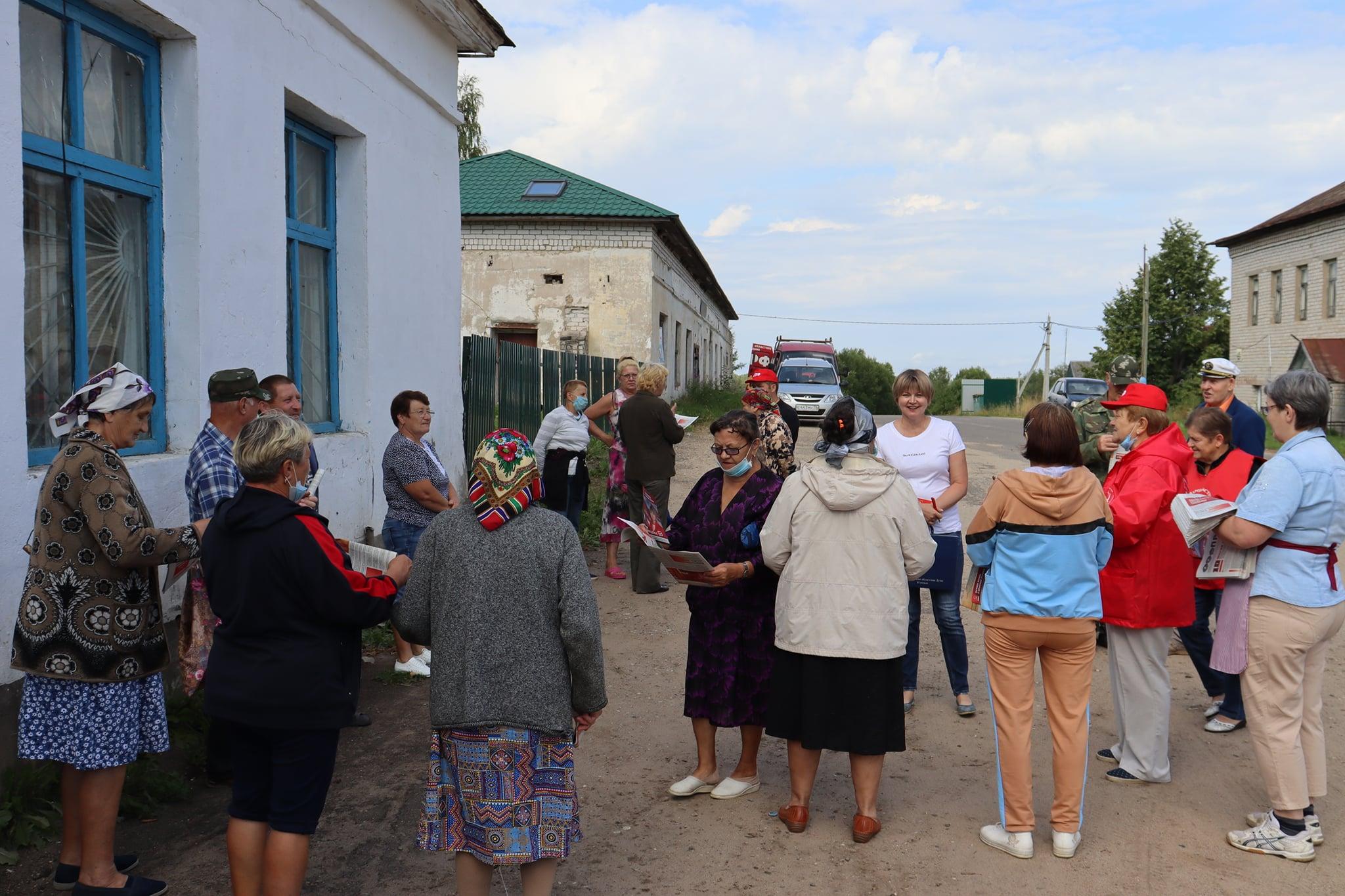 Депутат-коммунист побывала в трех селах Даниловского района