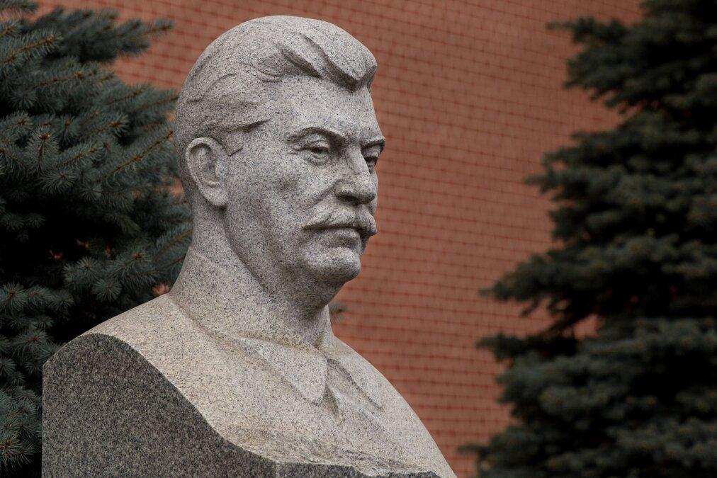 Половина россиян положительно относится к идее установки памятника Иосифу Сталину