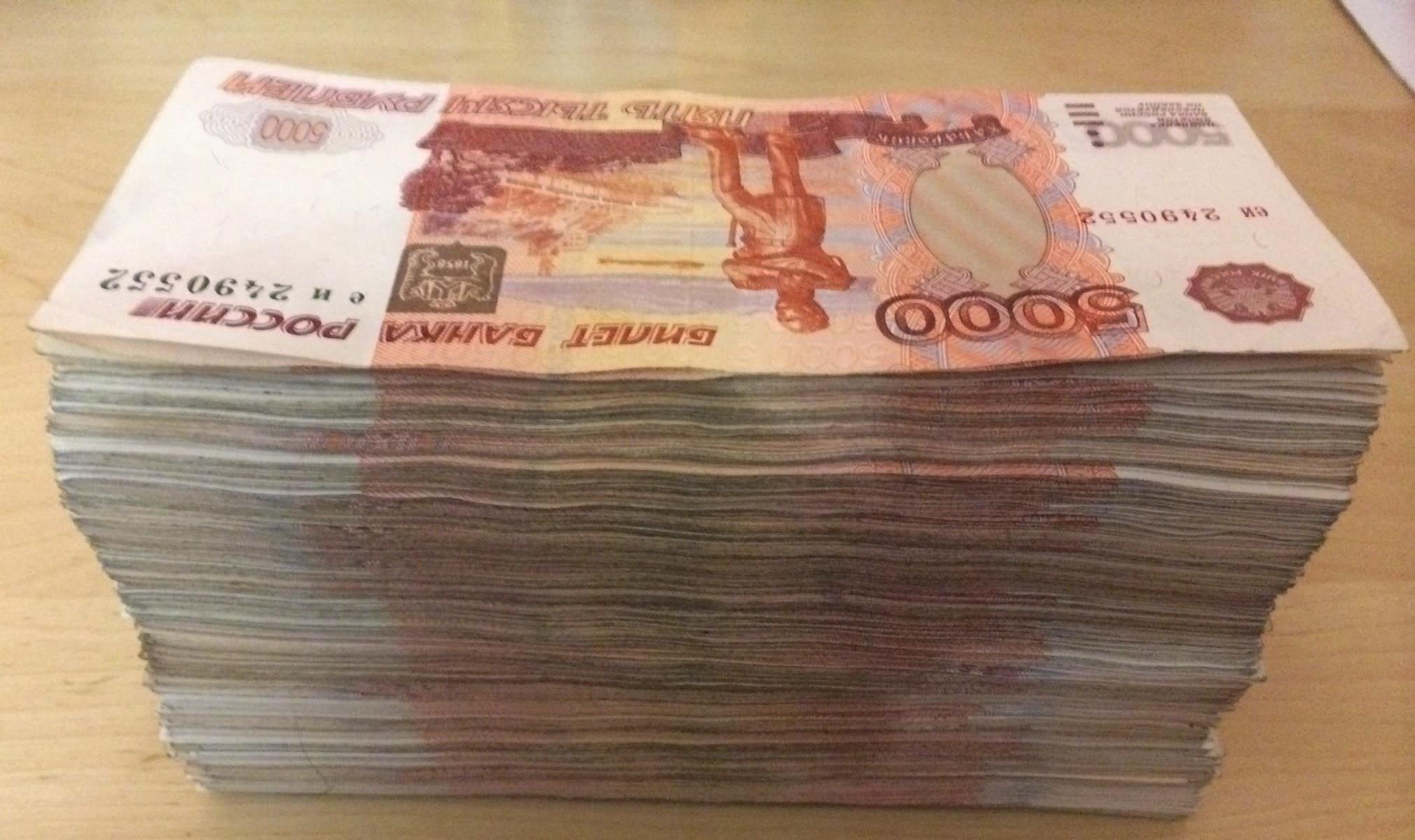 Получают зарплату свыше миллиона рублей в месяц
