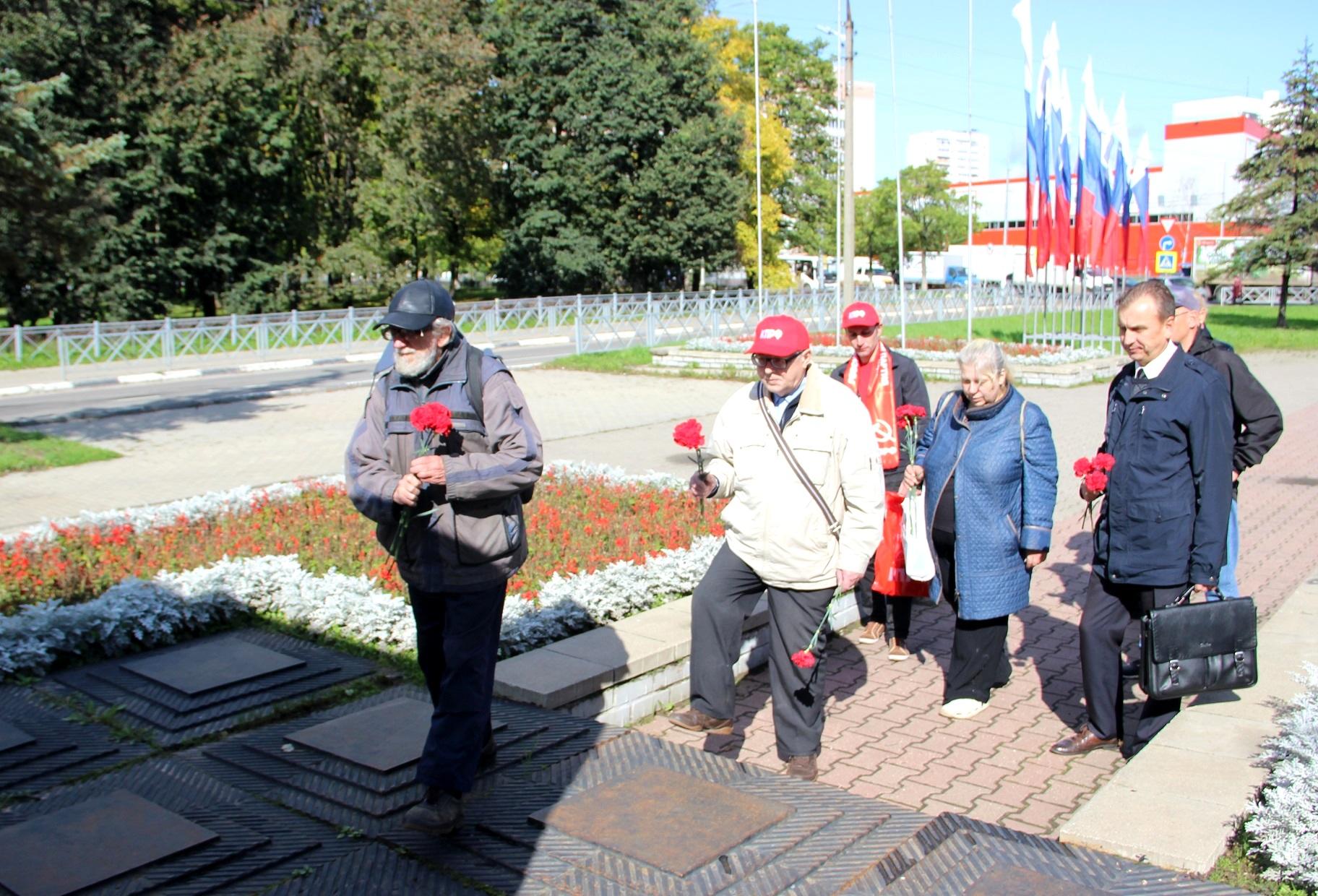 Коммунисты Дзержинского района отдали дань памяти Ф. Дзержинскому