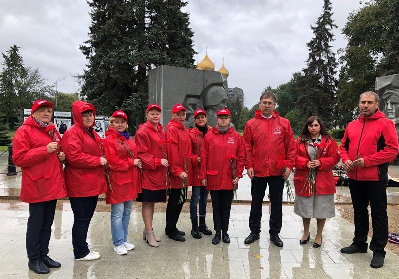 Ярославские коммунисты почтили память павших во Второй мировой войне